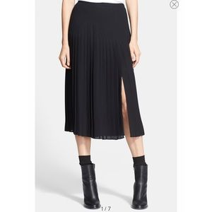 Vince. Black Pleated skirt Sz 4